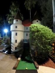 Liebevoll angelegte Minigolfbahnen im Castle Golf in Fort Myers