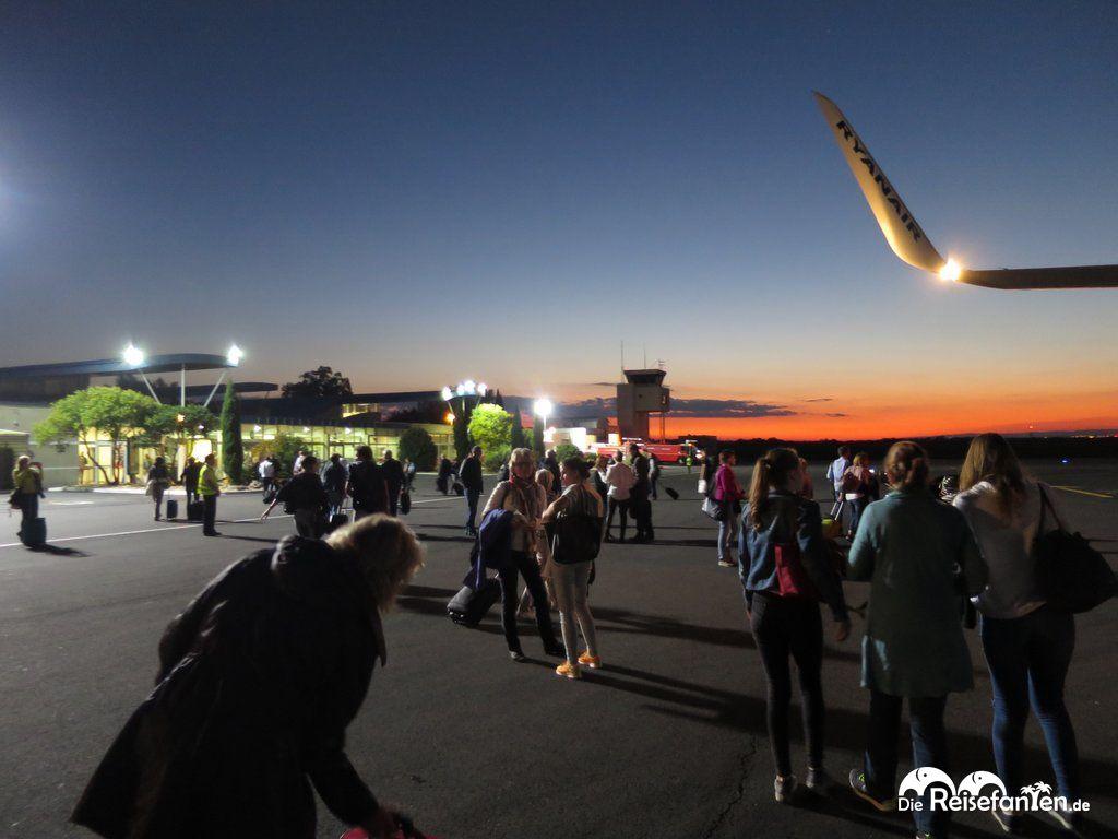 Béziers Flughafen Rollfeld Nacht