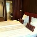 Das Standardzimmer im Hotel Ameron in Hamburg.jpg