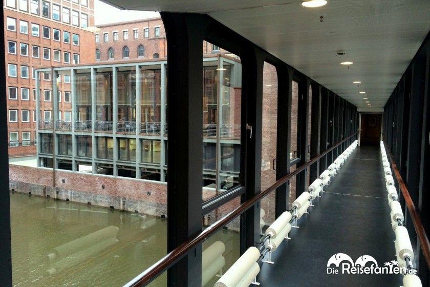 Der Weg zum Frühstücksrestaurant im Nachbargebäude des Hotels Ameron in Hamburg. jpg