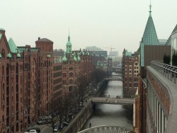 Die Aussicht auf die Speicherstadt vom Hotel Ameron in Hamburg.jpg