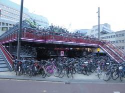 Die Holländer fahren gerne Fahrrad - und so gibt es auch in Groningen zahlreiche Parkflächen für die Drahtesel.
