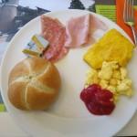 Herzhaftes Frühstück im Hotel Ibis Styles Milano Agrate Brianza