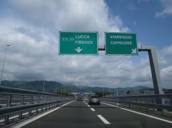 Autobahnschild Lucca
