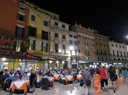 In Italien wird spät zu Abend gegessen.