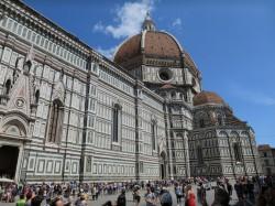 Lange Schlagen vor der Kathedrale von Florenz