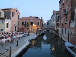 Überall in Venedig gibt es schöne Restaurants in allen Preisklassen