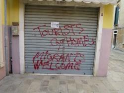 Touristen geht nach Hause - so zu lesen in den etwas abseitigeren Ecken Venedigs