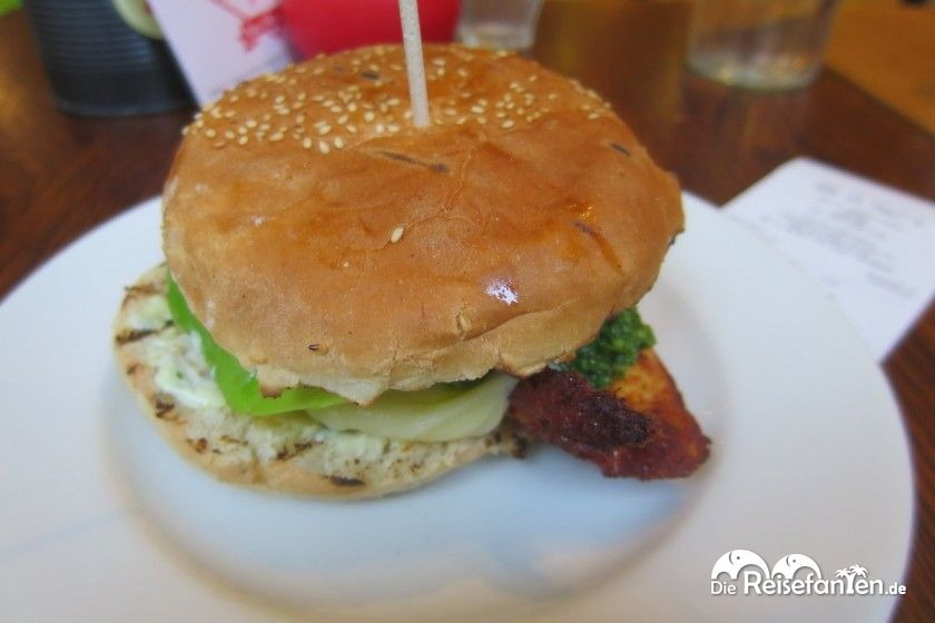 Chickenburger im Gourmet Burger Kitchen in London.jpg