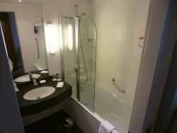 Das Badezimmer im Radisson Blu in Rostock