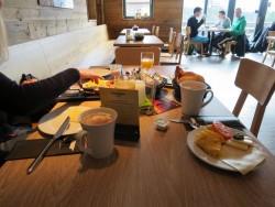 Das Frühstück in der Almhütte der Torfhaus Harzresort war umfangreich und lecker