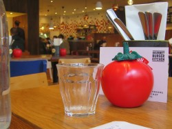 Das Gourmet Burger Kitchen in London ist ein modernes Fast Food Restaurant.jpg