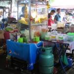 Auf dem Chatuchak Weekend Market gibt es auch zahlreiche Garküchen.jpg