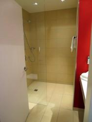 Großzügiges Badezimmer im  Best Western Hotel Ostertor in Bad Salzuflen