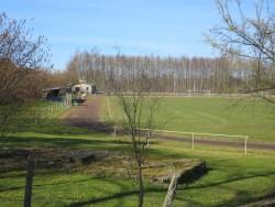Auf diesem Sportgelände bei Klütz und in der Nähe von Schloss Bothmer dürfte das Laufen etwas trostlos sein
