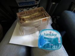 Bei KLM gab es ein übersichtliches Frühstück mit separat abgepacktem Wasser