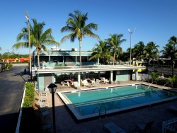 Hotelpool im americas best value inn fort myers