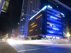 Das Aloft Hotel in Tampa bei Nacht