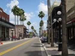 Die Straßen in Ybor City versprühen ein historisches Flair