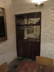 Hinter diesem Wandschrank befindet sich eine geheime Zugangstür für Prominente