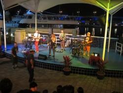 Auch Bands treten noch zu später Stunde im Bayside Marketplace in Miami auf