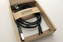 Blick ins Innere der Verpackung des ANKER Nylon USB Kabels