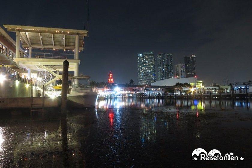 Blick über die Marina im Bayside Marketplace in Miami