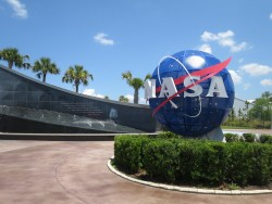 Das Logo der NASA im Kennedy Space Center