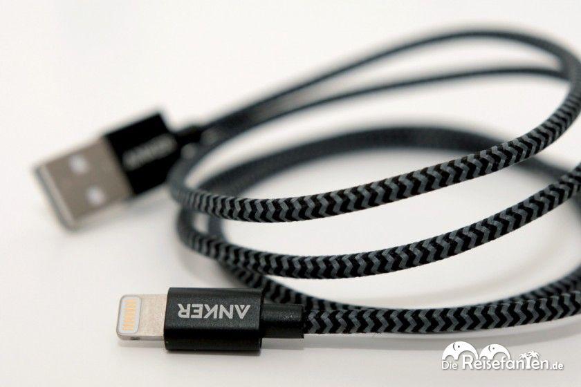 Das Nylon USB Kabel von ANKER fühlt sich sehr hochwertig und belastbar an