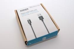 Das Nylon USB Kabel von ANKER vereint USB Anschluss und Lightning Stecker für Apple Geräte