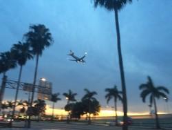 Das Red Roof Plus+ Miami Airport Hotel liegt direkt in der Einflugschneise der Flugzeuge