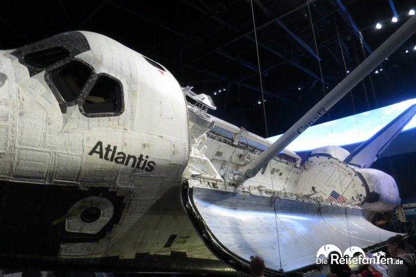 Das Space Shuttle Atlantis ist im Kennedy Space Center ausgestellt