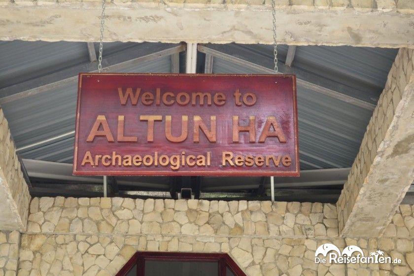 Schild bei der Ruinenstadt Altun Ha