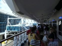 Ausschiffen der einzelnen Decks der Carnival Glory in Miami
