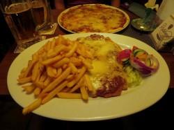 Essen im Restaurant Dwarslooper auf Langeoog.