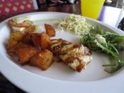 Im Buffet-Restaurant Lido der Carnival Glory stellt man sich selbst das Essen zusammen