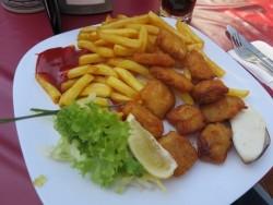 Knusprige Fischstücke im Restaurant Treffpunkt auf Langeoog.