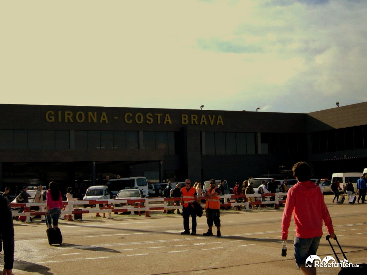 Vom Flughafen Girona an die Costa Brava