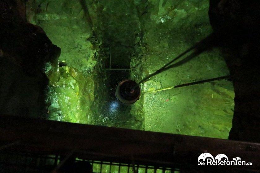 Blick in den gähnenden Abgrund des 261m tiefen Schachts Ernst-August im 19-Lachter-Stollen in Wildemann