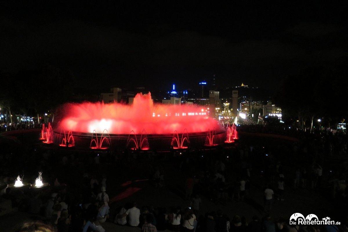 Grandioser Blick auf die Font Magica und auf Barcelona bei Nacht