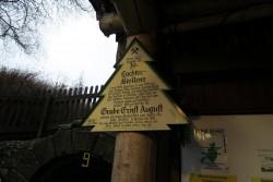 Grüne-Tanne-Schild vor dem 19-Lachter-Stollen in Wildemann