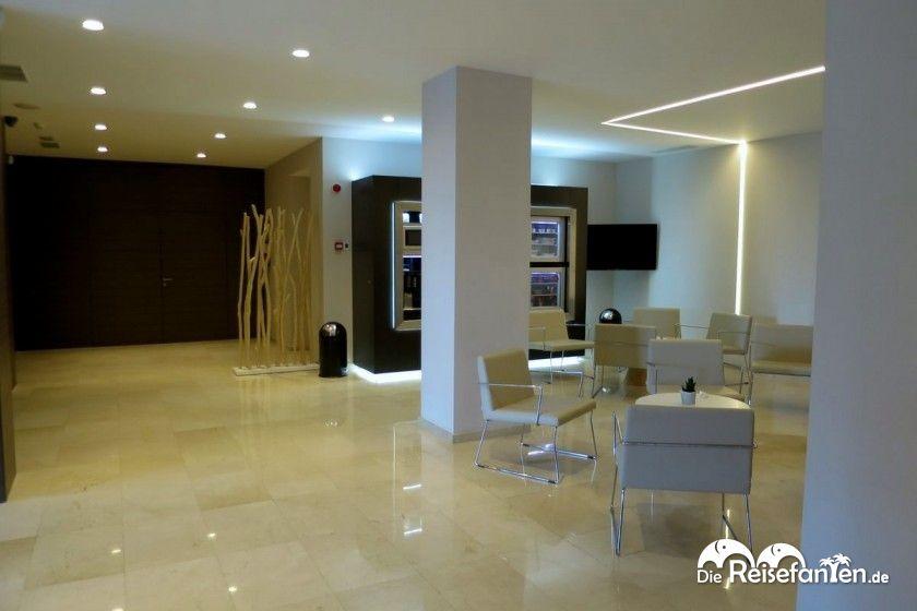Stilvolles Foyer des NH Hotel Castellón Turcosa