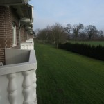 Balkone mit Aussicht ins Grüne im Upstalsboom Landhotel Friesland