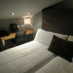 Doppelbett im Hotel Petit Palace Tres Cruces in Madrid