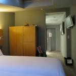 Zweckmäßig eingerichtete Petit Zimmer im Hotel Petit Palace Tres Cruces in Madrid