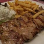 Zwei Souvlaki-Spieße im Restaurant Dionysos in Varel