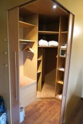 Der begehbare Kleiderschrank im Upstalsboom Landhotel Friesland