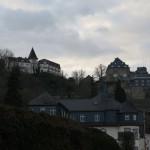 Burg Rheinfels thront hoch über dem Rhein bei St. Goar