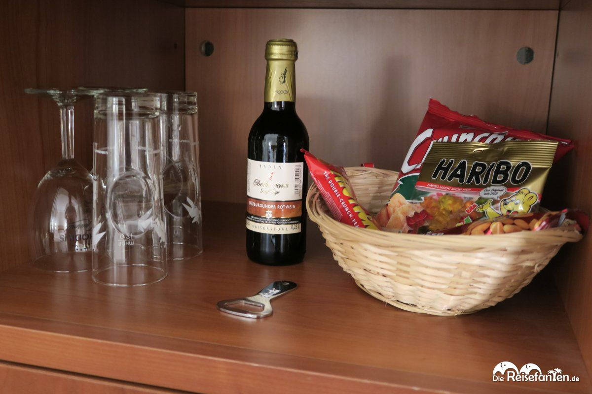 Minibar und Snacks sind kostenpflichtig im Hotel Maifeld ...