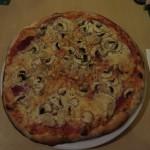Pizza Angelo mit Salami und Champignons in der Pizzeria Capri in Werl